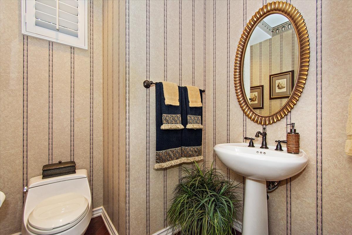19-Bathroom(1).jpg