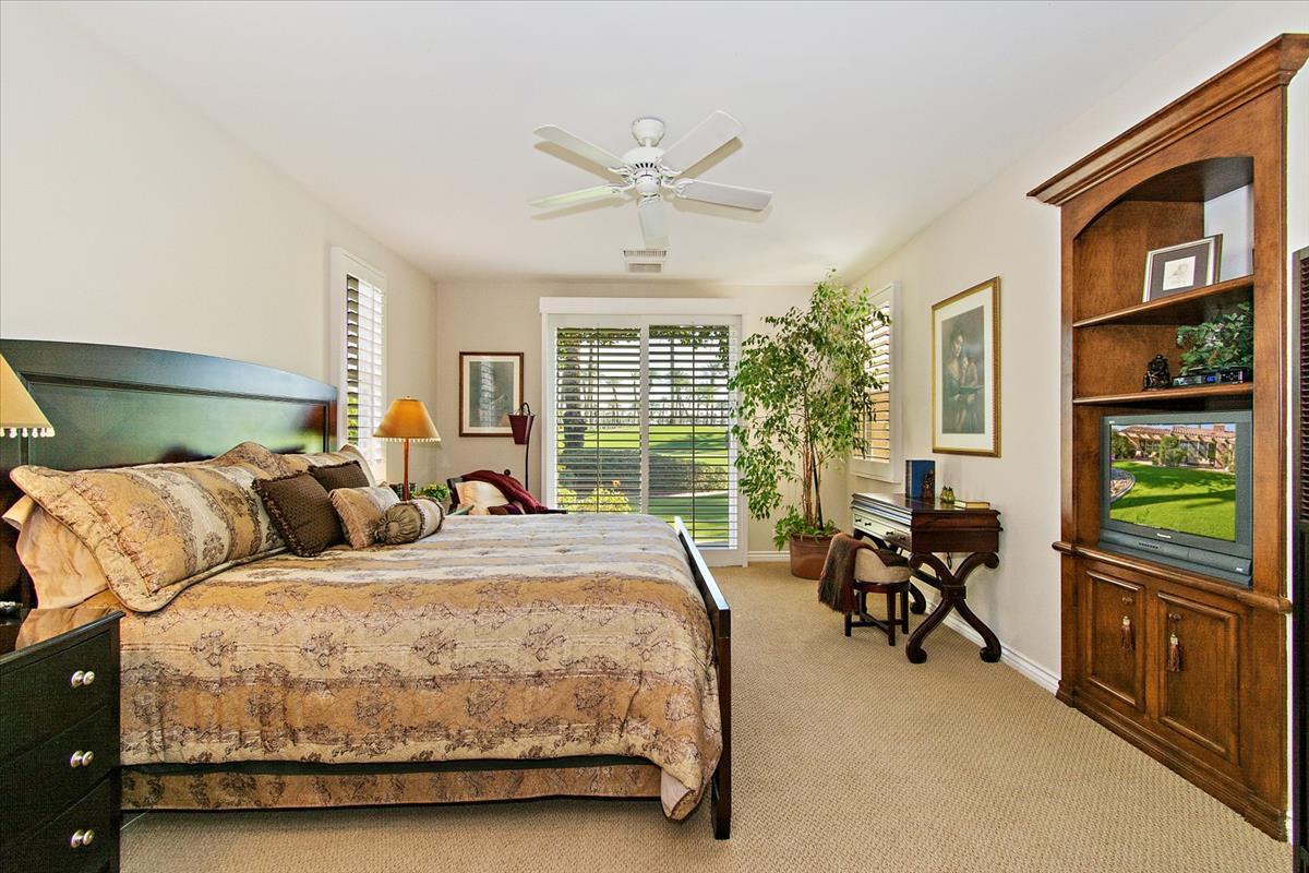 20-Master_Bedroom.jpg