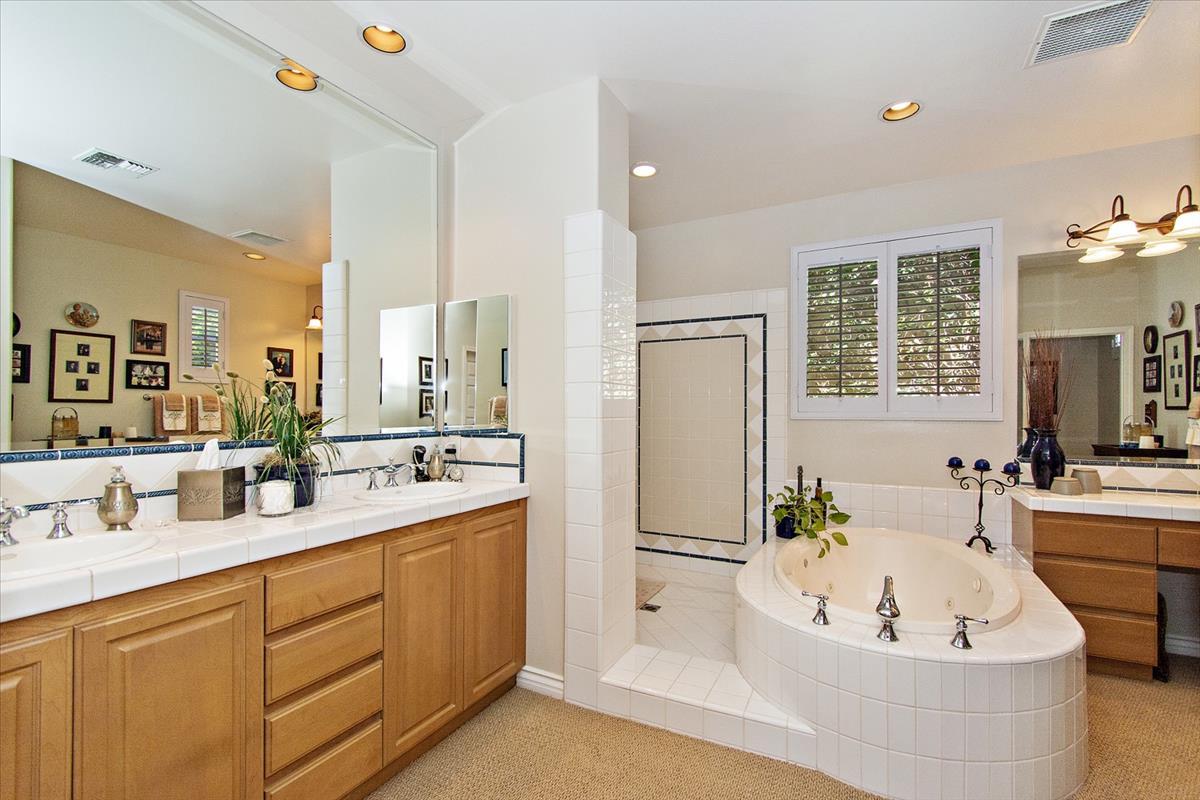 24-Master_Bathroom.jpg