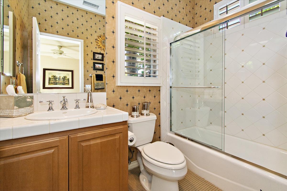 30-Bathroom(2).jpg