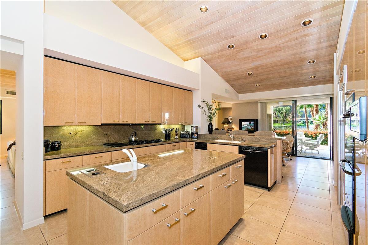 19-Kitchen(3).jpg