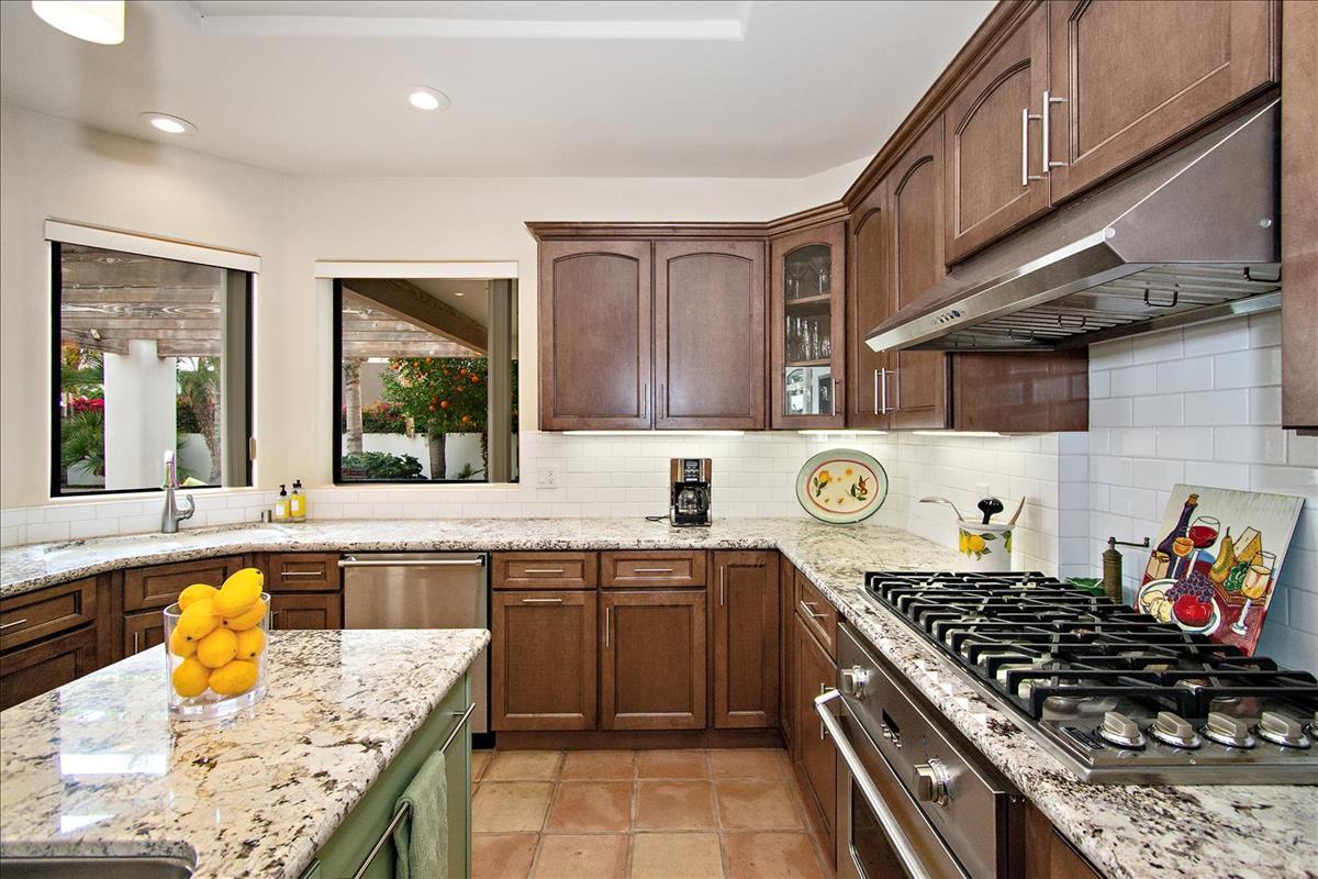 13-Kitchen(2).jpg