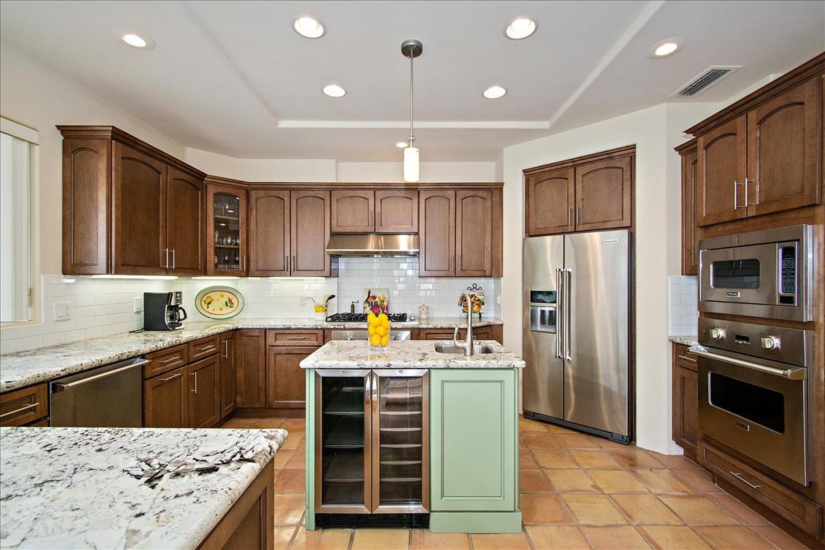 14-Kitchen(3).jpg