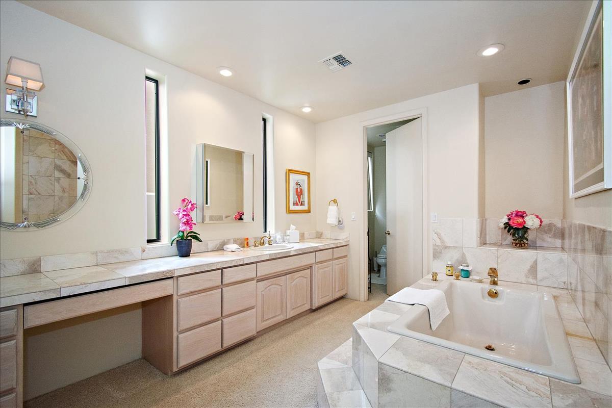 22-Master_Bathroom.jpg