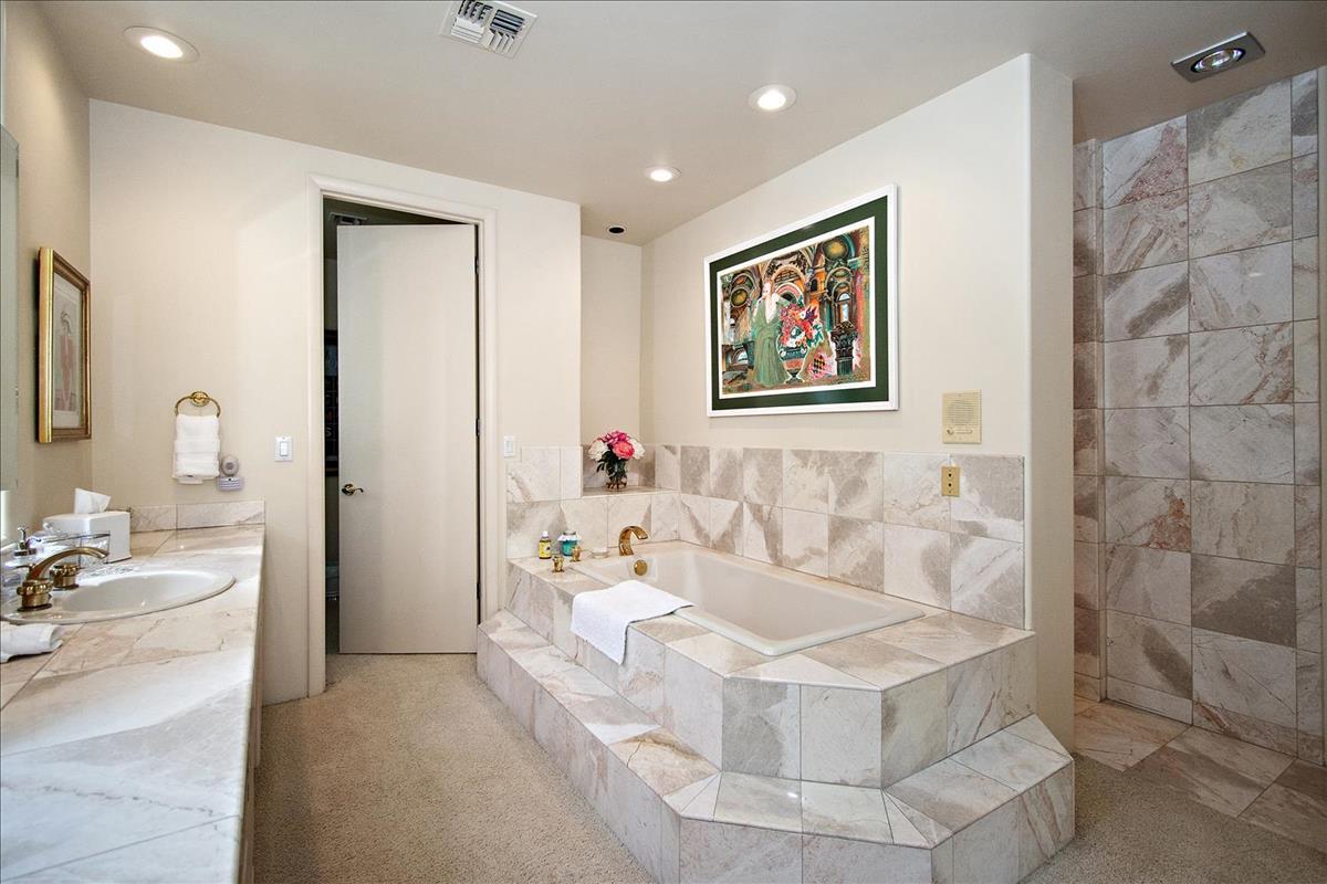 23-Master_Bathroom(1).jpg