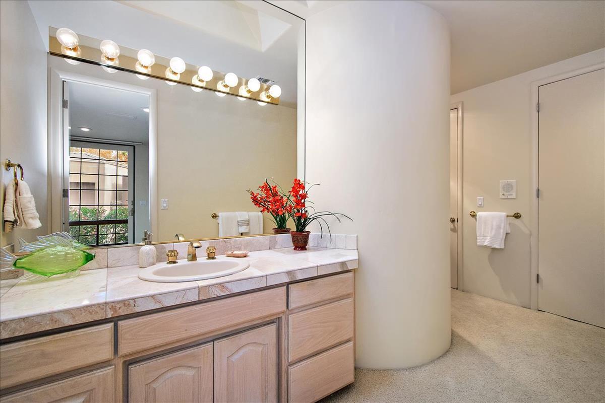 24-Master_Bathroom(2).jpg