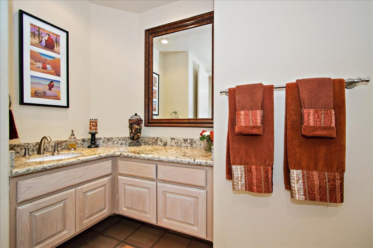 27-Bathroom(1).jpg