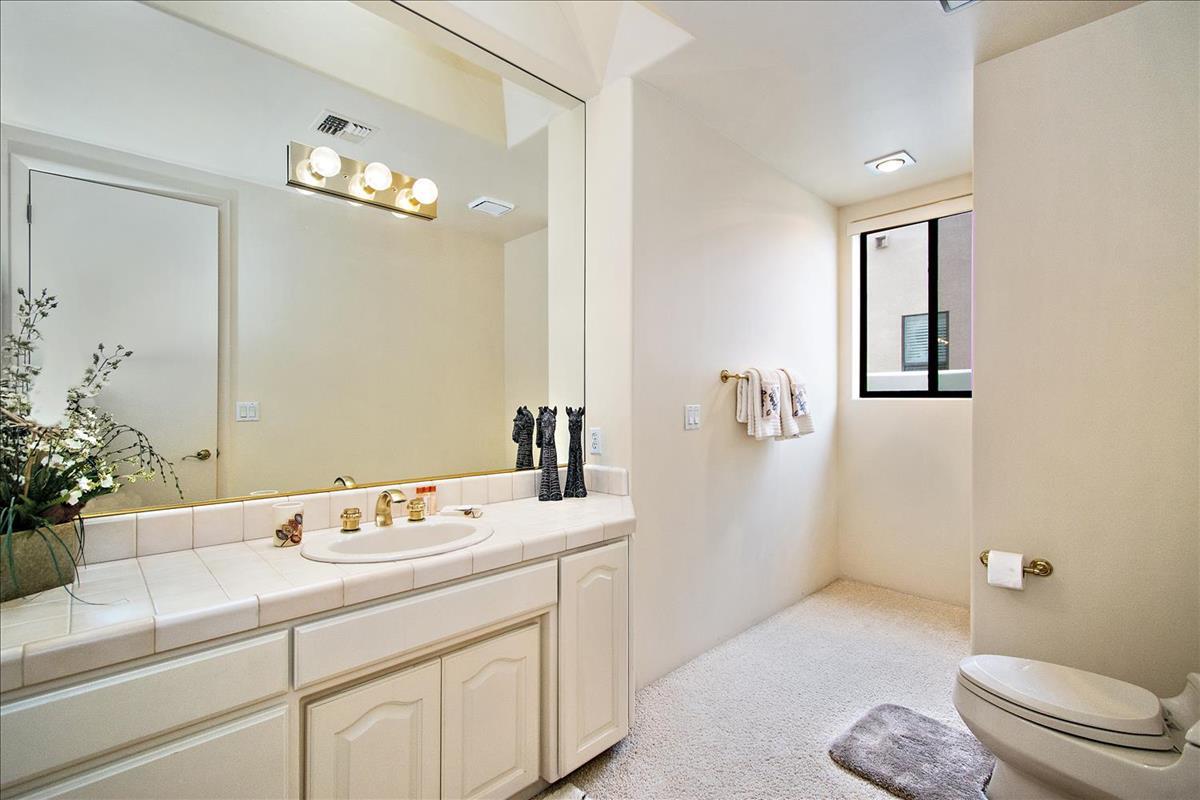 31-Bathroom(2).jpg
