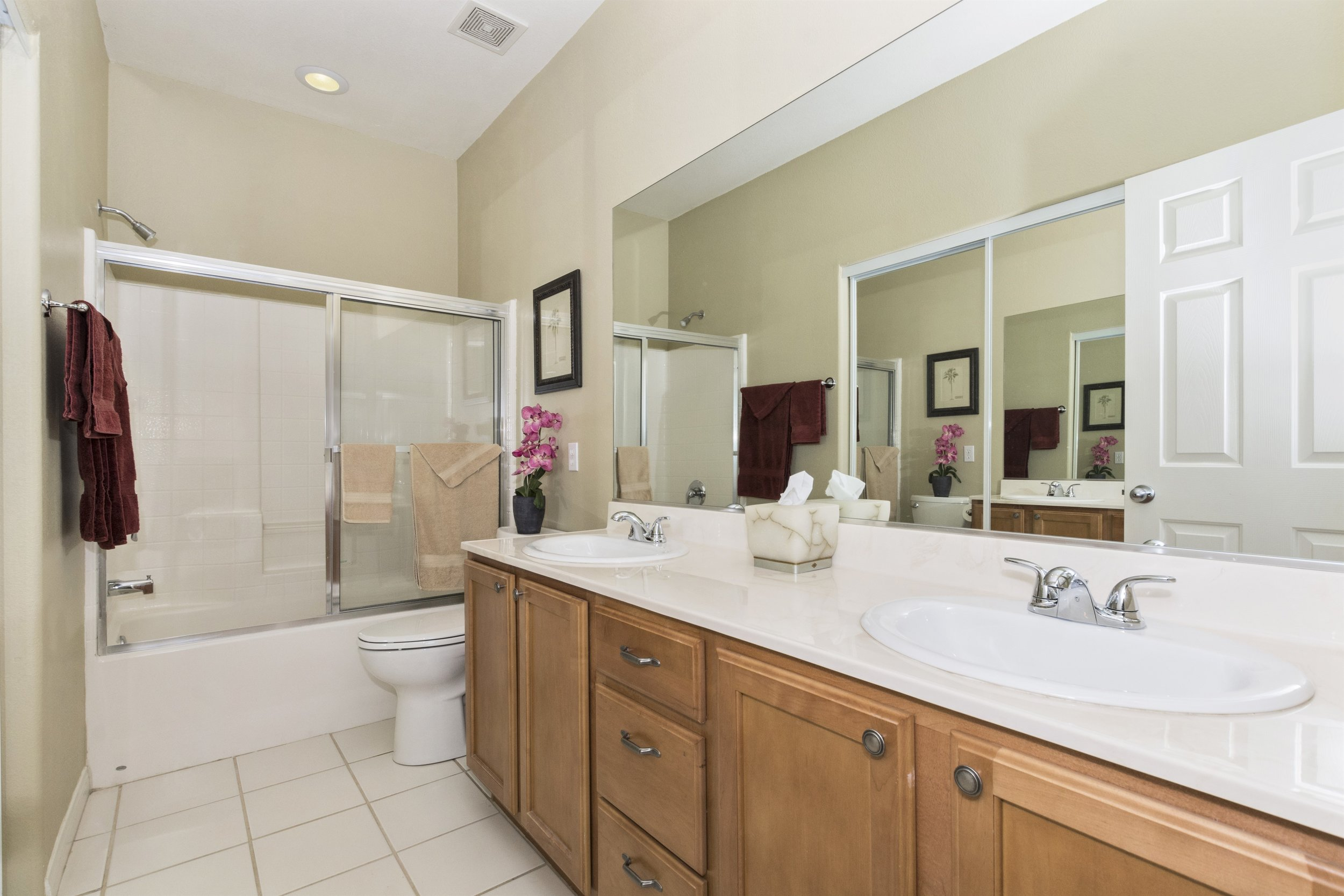 011_Master Bathroom.jpg