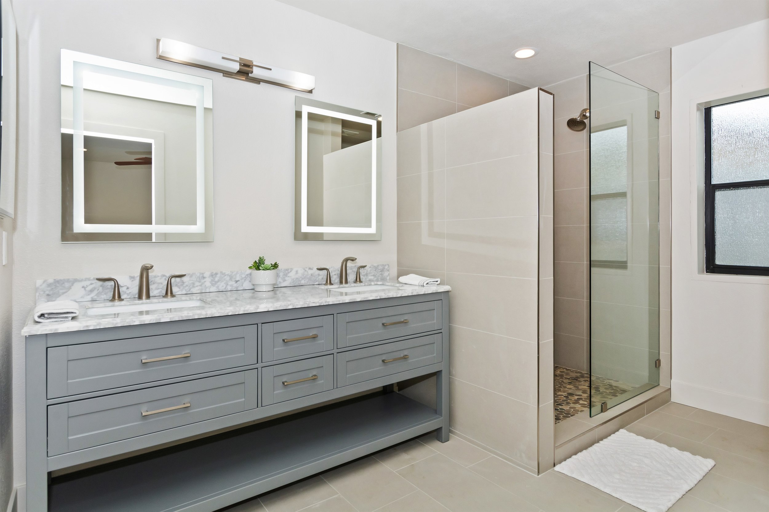 009_Master Bathroom.jpg