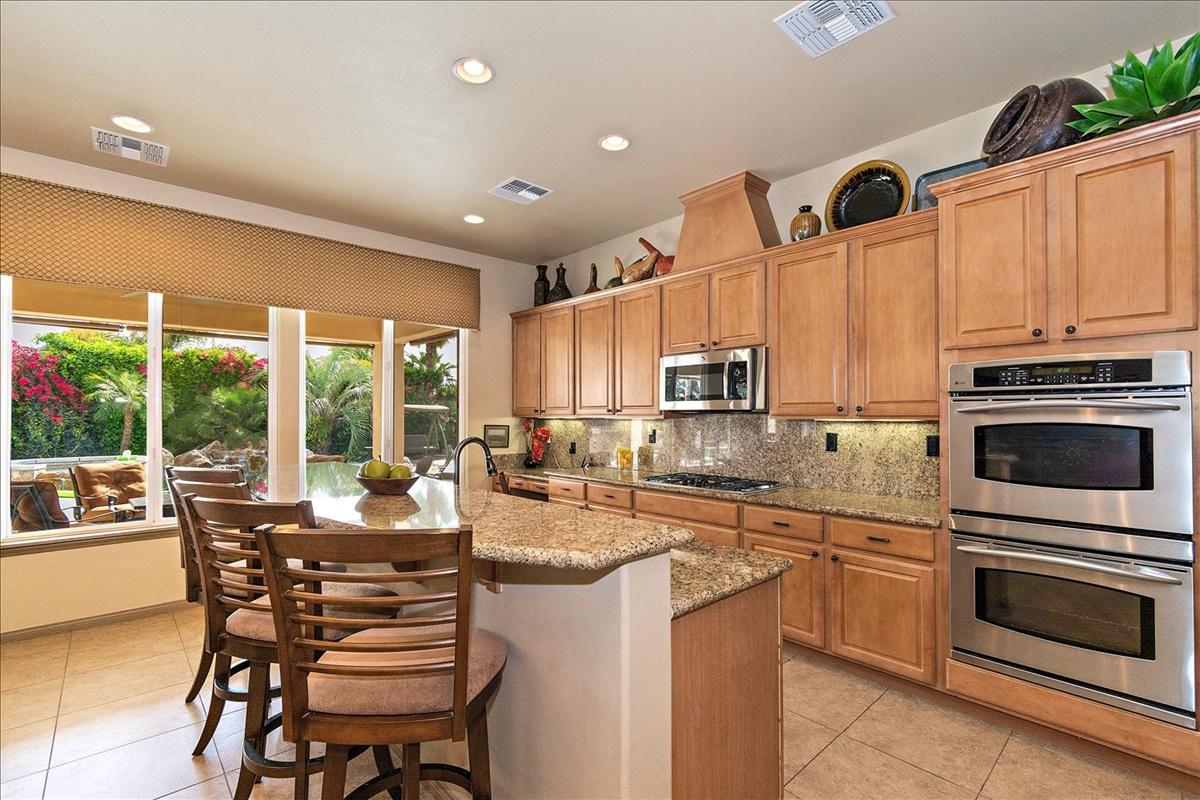24-Kitchen.jpg