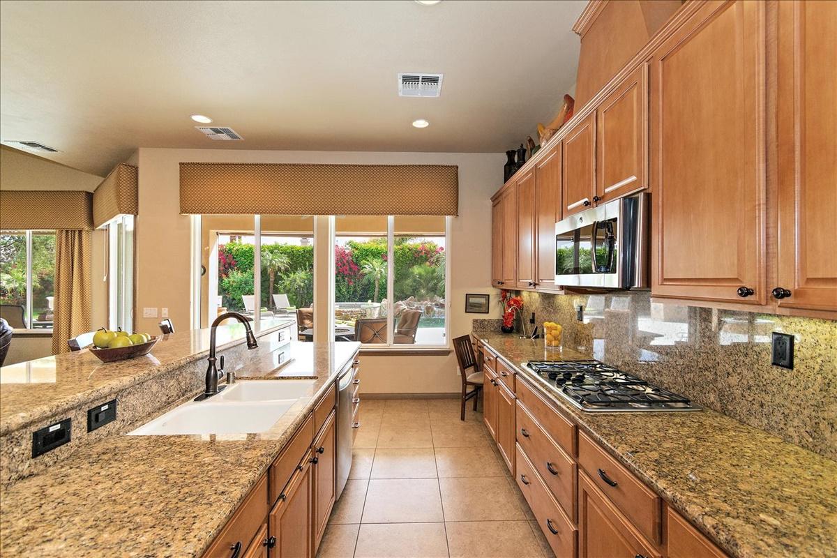 26-Kitchen(1).jpg