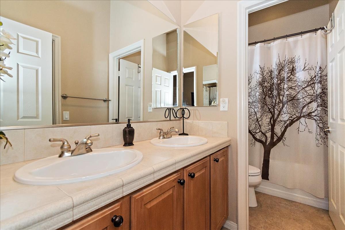 38-Bath.jpg