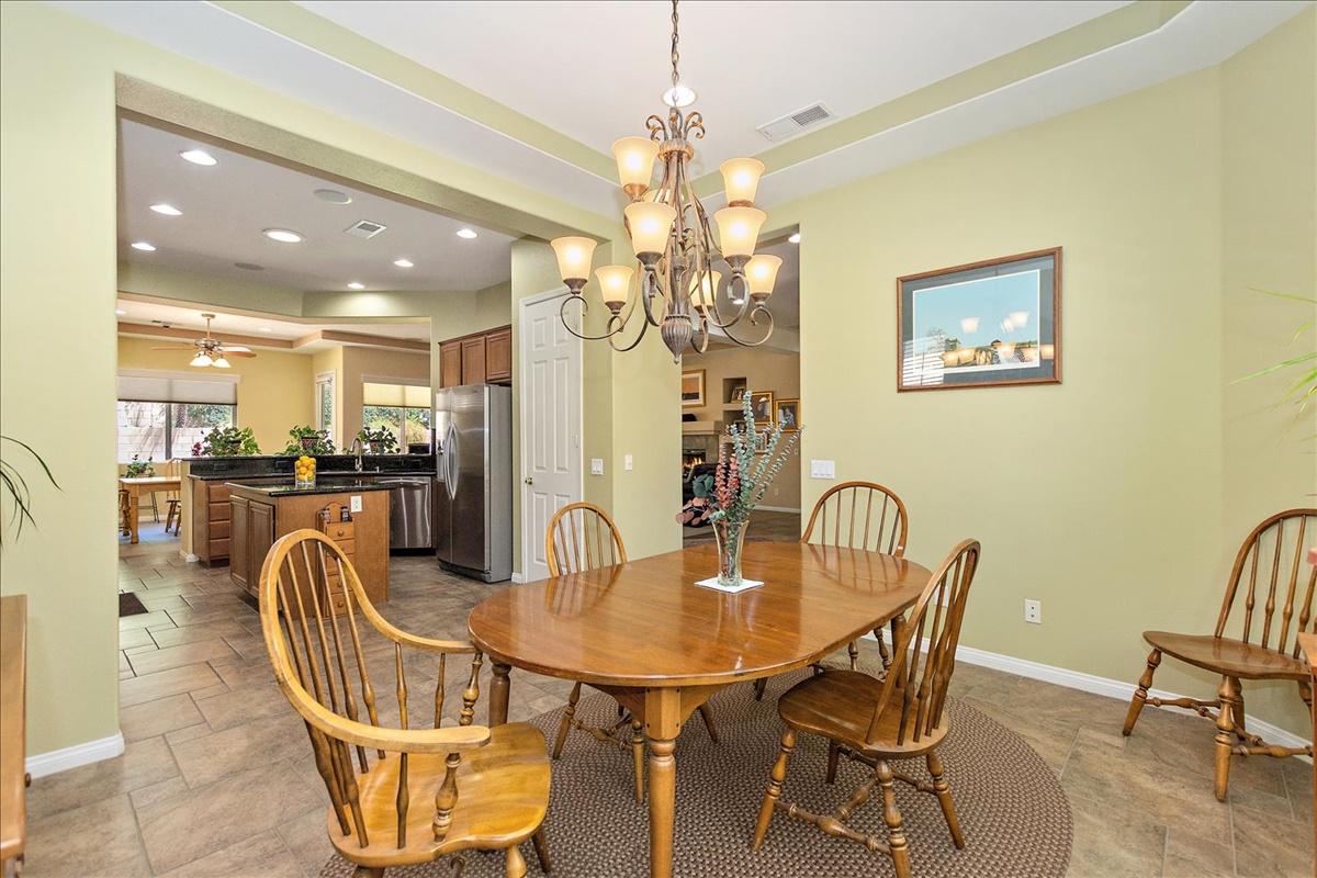11-Dining Room.jpg