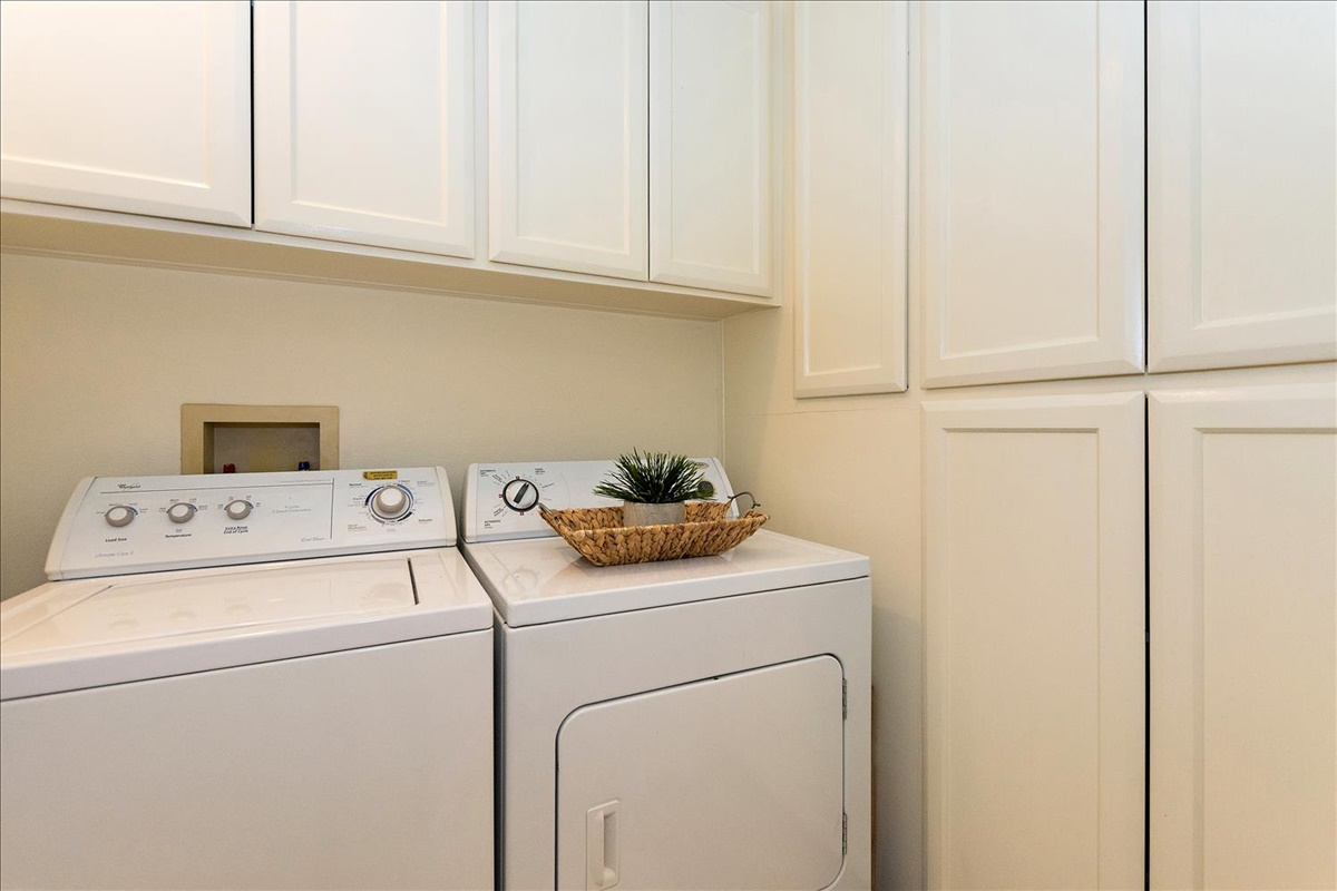10-Laundry Room.jpg