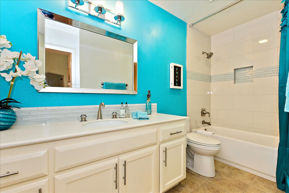 11-Bathroom.jpg