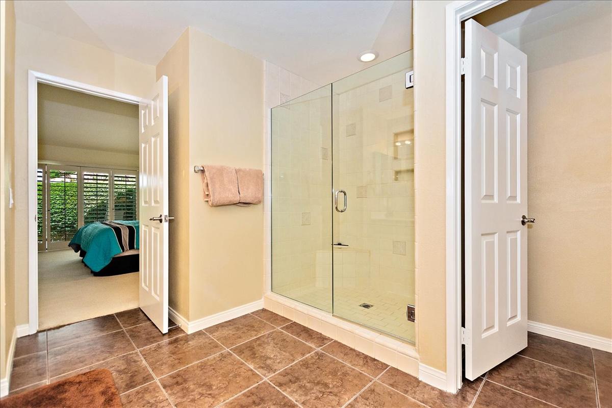 18-Master Bathroom.jpg