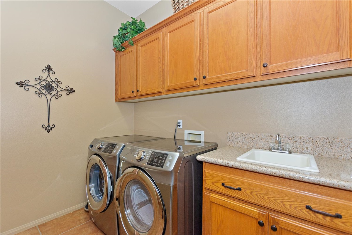 18-Laundry Room.jpg
