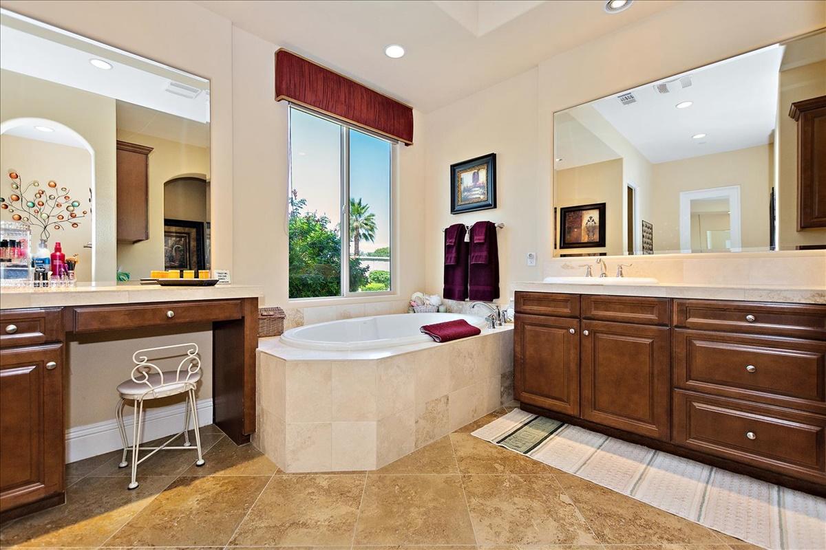 21-Bath.jpg