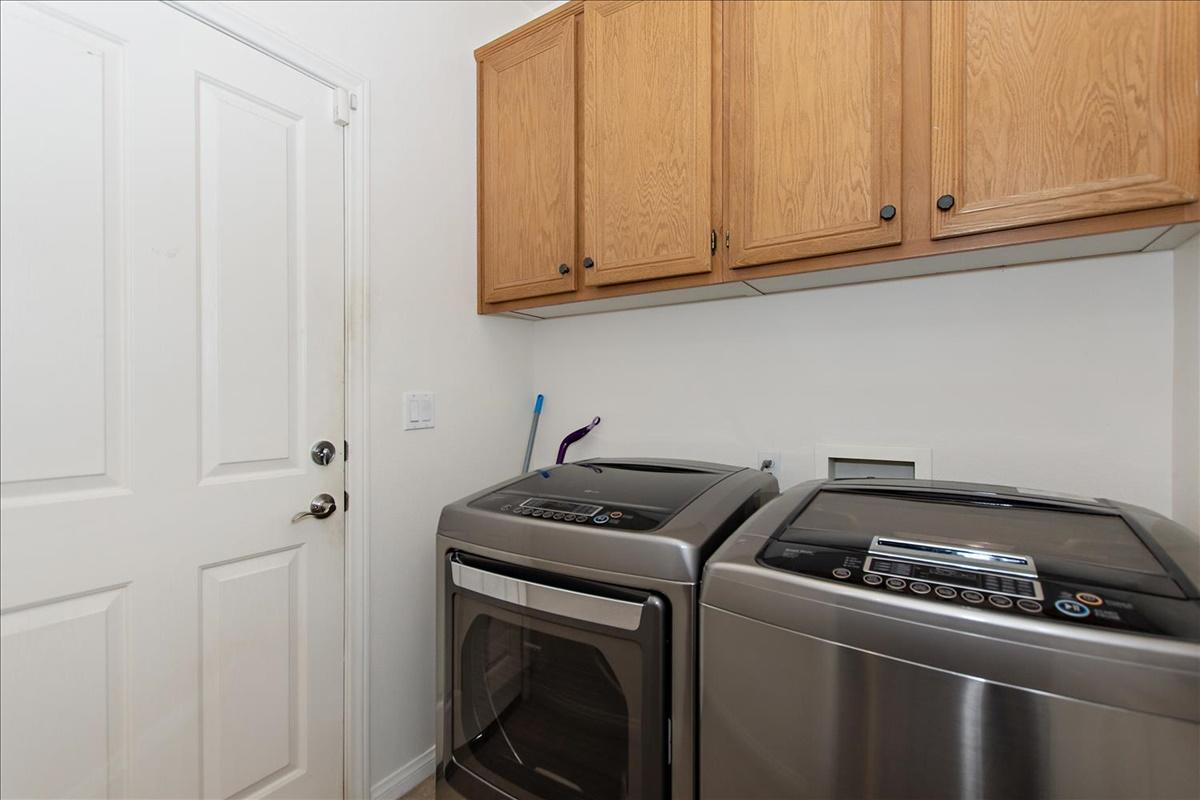 09-Laundry Room.jpg