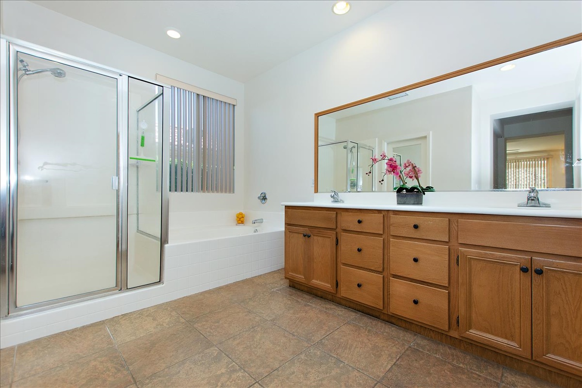 21-Master Bathroom.jpg