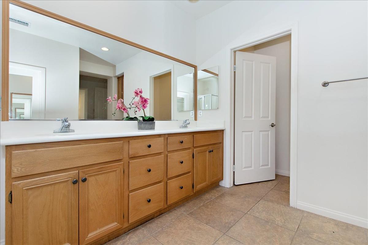 22-Master Bathroom.jpg