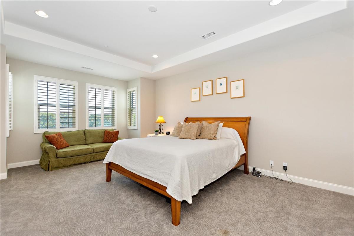 22-Master Bedroom.jpg