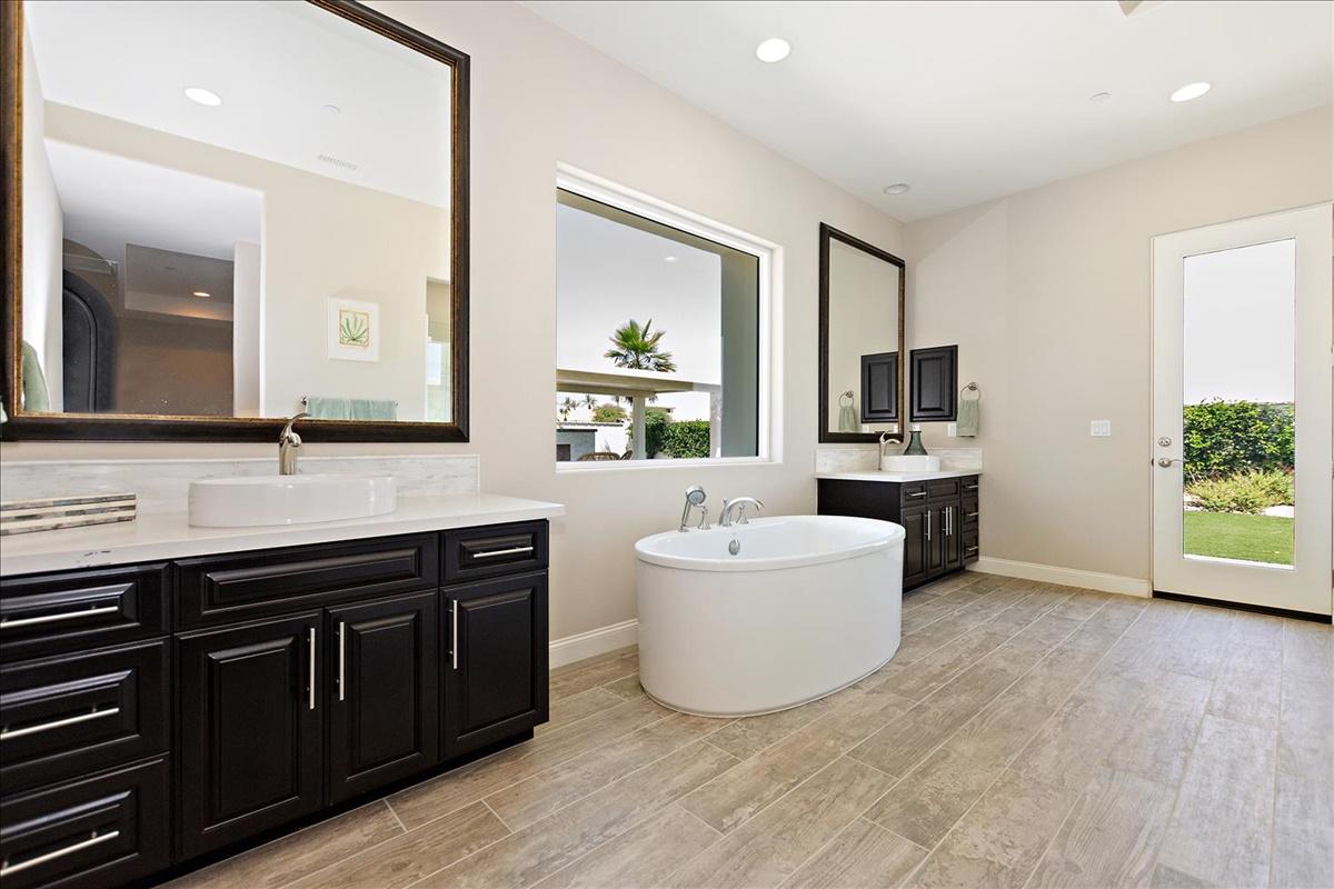 23-Master Bathroom.jpg