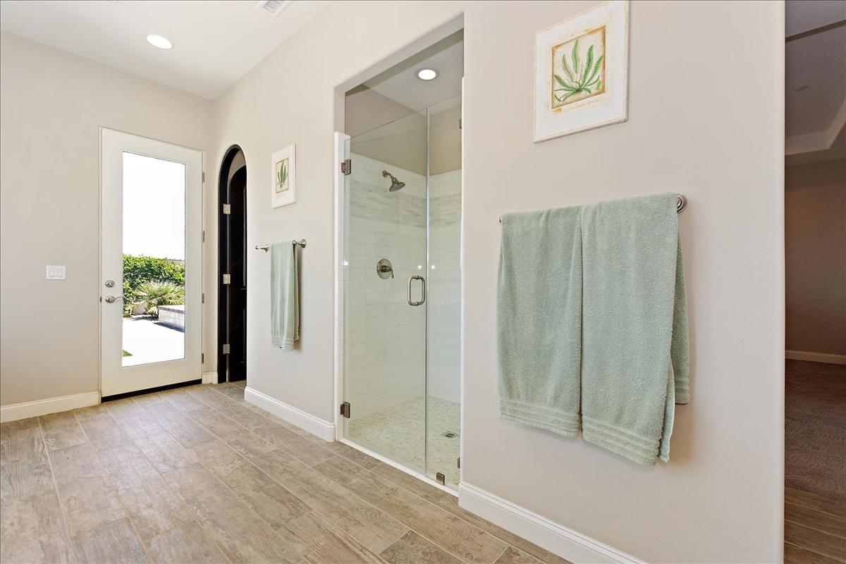 24-Master Bathroom.jpg