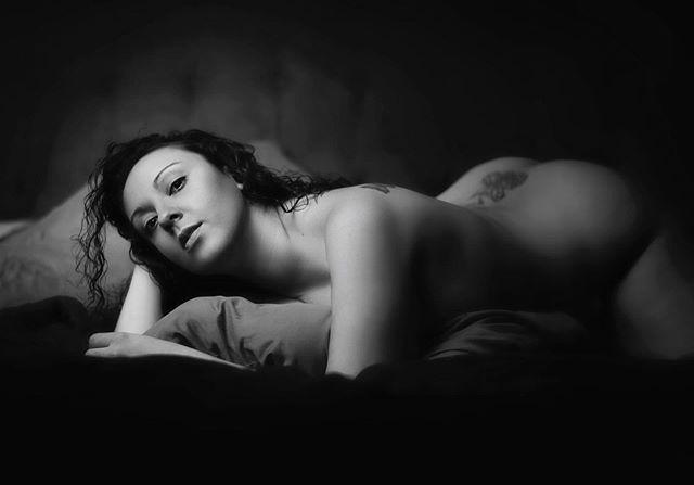 #blackandwhite #onelight #boudoir #blackandwhitephotography #shade #lighting #retouching
