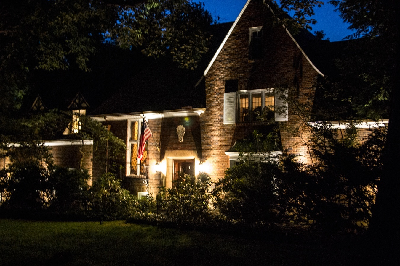 Landscape Lighting Image 1.jpg
