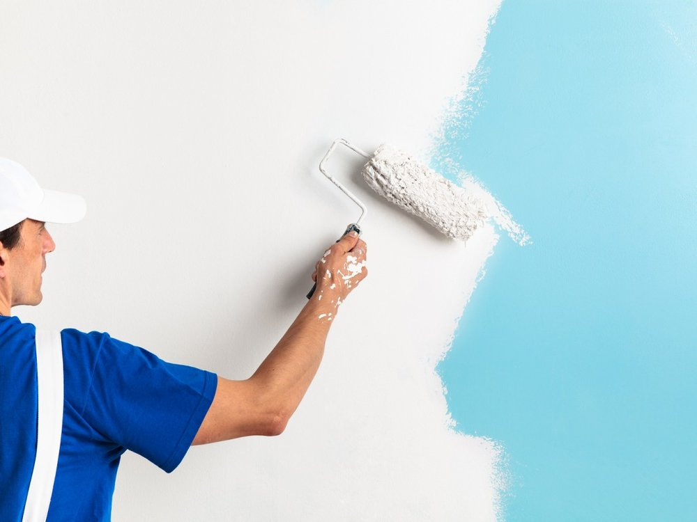 Painter-Painting-With-Paint-Ro-117135620.jpg