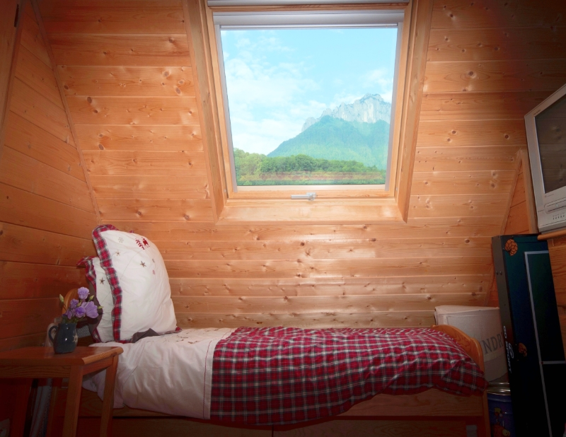 bedroom7a.jpg