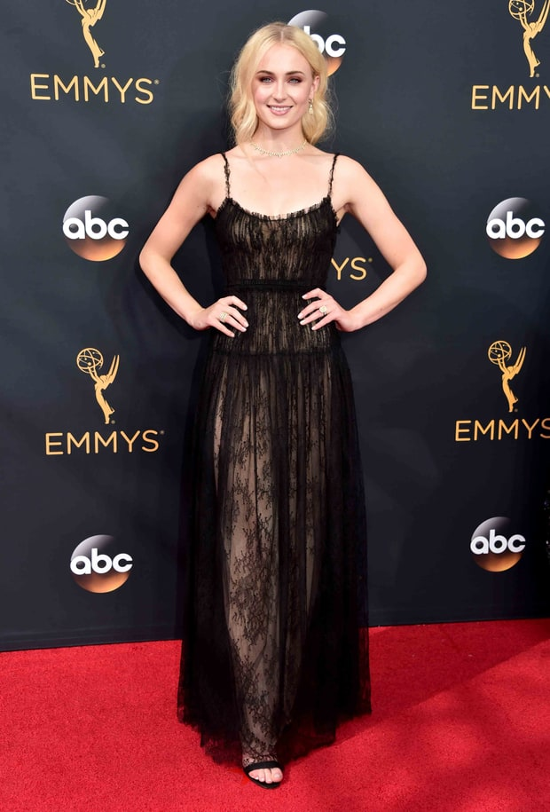Finally, my favorite look from the red carpet: Sophie Turner in Valentino. Love this (not only because I love Game of Thrones) but because this unpretentious, laid back glamour is definitely my vibe.