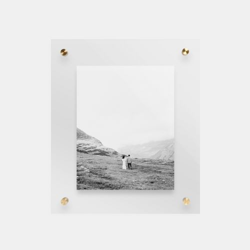 float-frame-main01-black-and-white-couple_2x.jpg