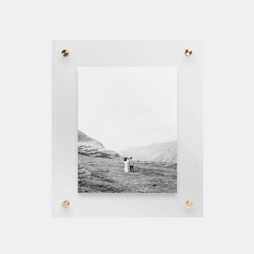 float-frame-main01-black-and-white-couple_2x.jpg