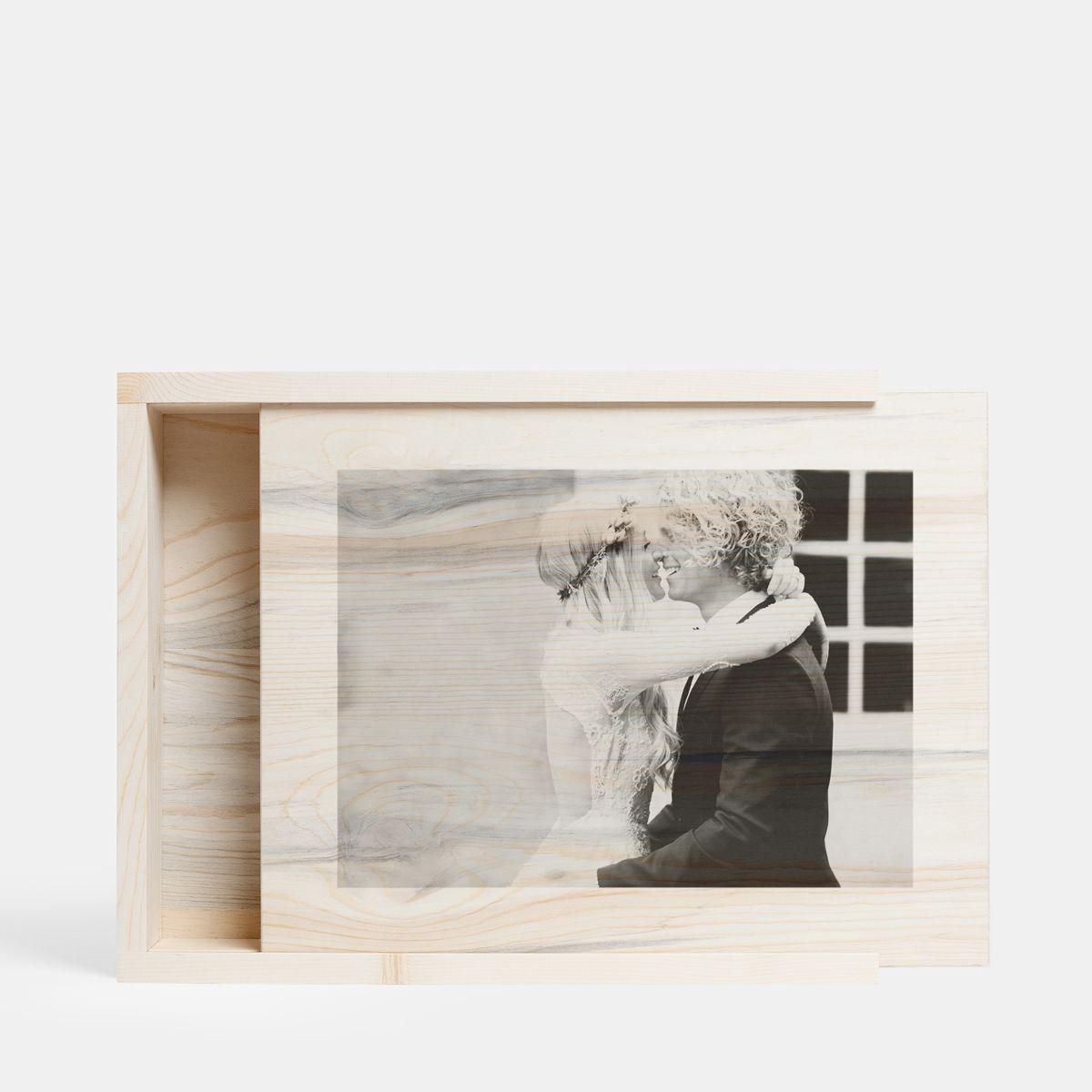 wood-box-main01-wedding-couple_2x.jpg