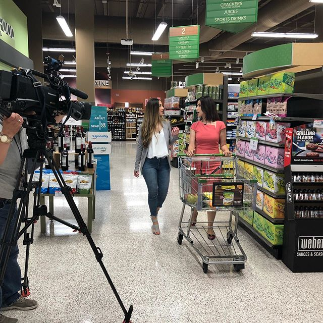 Not very often do you get the chance to give a supermarket tour on national news with Univision Despierta America to millions of Latin families to learn healthy habits!! Grateful for the opportunity 💚🙏🏼 —— Rara vez te encuentras dando un tour del supermercado a nivel nacional con Univisión Despierta América para millones de familias latinas para que aprendan hábitos saludables!! Muy agradecida por la oportunidad 💚🙏🏼 #publix #supermarkettour #healthyliving #healthymom #healthykids #pediatricnutritionist #holisticnutritionist #dietitian #unstoppable #workingmom #worklifebalance #lovemyjob #nutricionista #salud #educacion #motivacion #nutritionistapproved #ingredientsmatter #feelgood #cleaneating #healthysnacks #nationalnews #univision #despiertaamerica