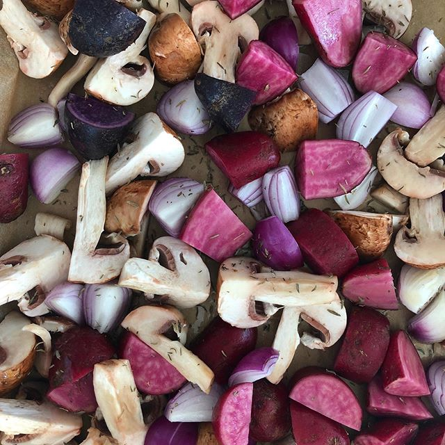 Changing up the colors for tonight's dinner 💜 Roughly cut up some Bello Mushrooms, Red Pearled Onions, Purple potatoes and added thyme leaves. Seasoned it up a bit with Himalayan salt, garlic & onion powder, mustard seed powder and will be ready for the oven tonight! I'm all about efficiency!