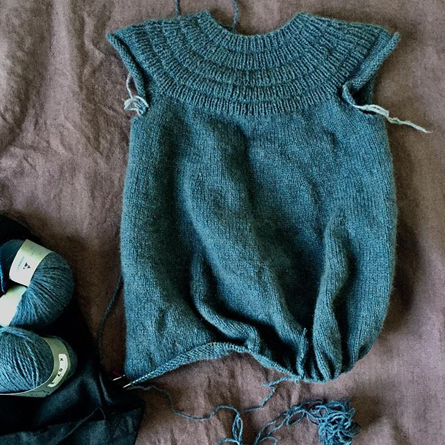 #ankerskjole on the needles. I have finally realised I can knit without looking (much), in the dark while waiting for the kids to fall asleep. Win! Parenting has taught me to snatch at every bit of me-time I can get.  #petiteknit #ankersdress #strikktilbarn #knittingforkids #zealanakauri #zealanayarns