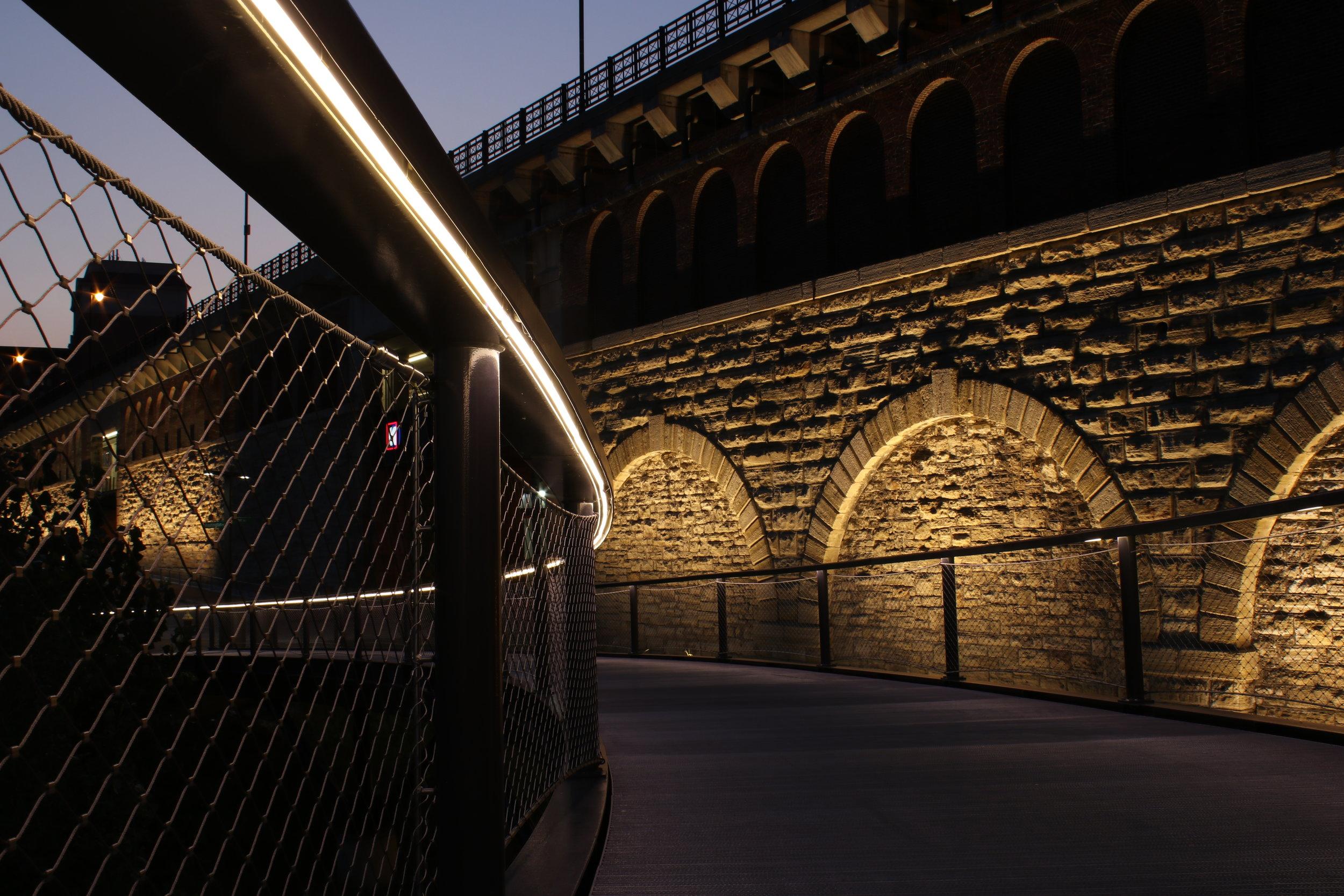 iLight-5-St-Louis-Arch-Park-LED-handrail-12.jpg
