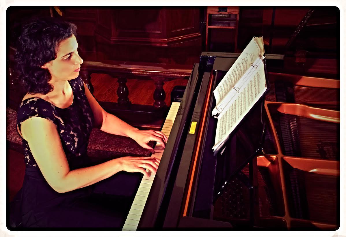 Lynda Saponara, pianist