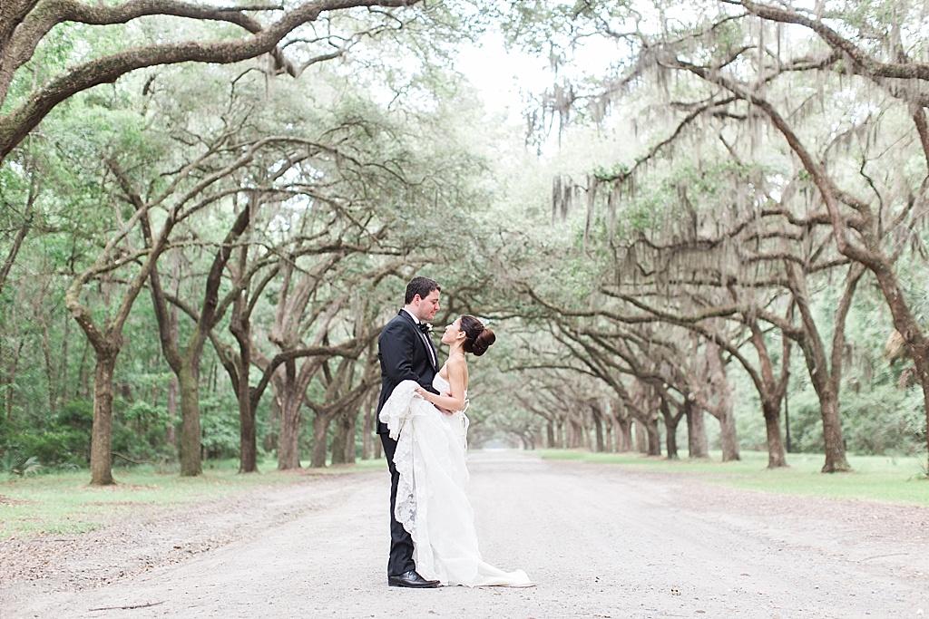 AptBPhotography_Savannah_Wedding_Photographer_Forsyth_Park_Vics_on_the_River032.JPG