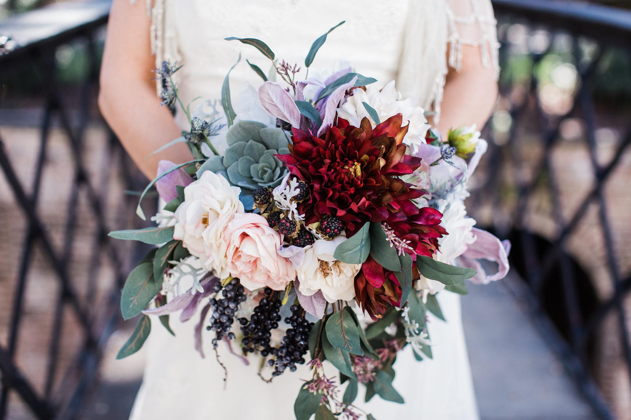 apt-b-photography-kristy-rob-wormsloe-elopment-savannah-wedding-photographer-savannah-elopement-wormsloe-wedding-historic-savannah-bouquet-12.jpg
