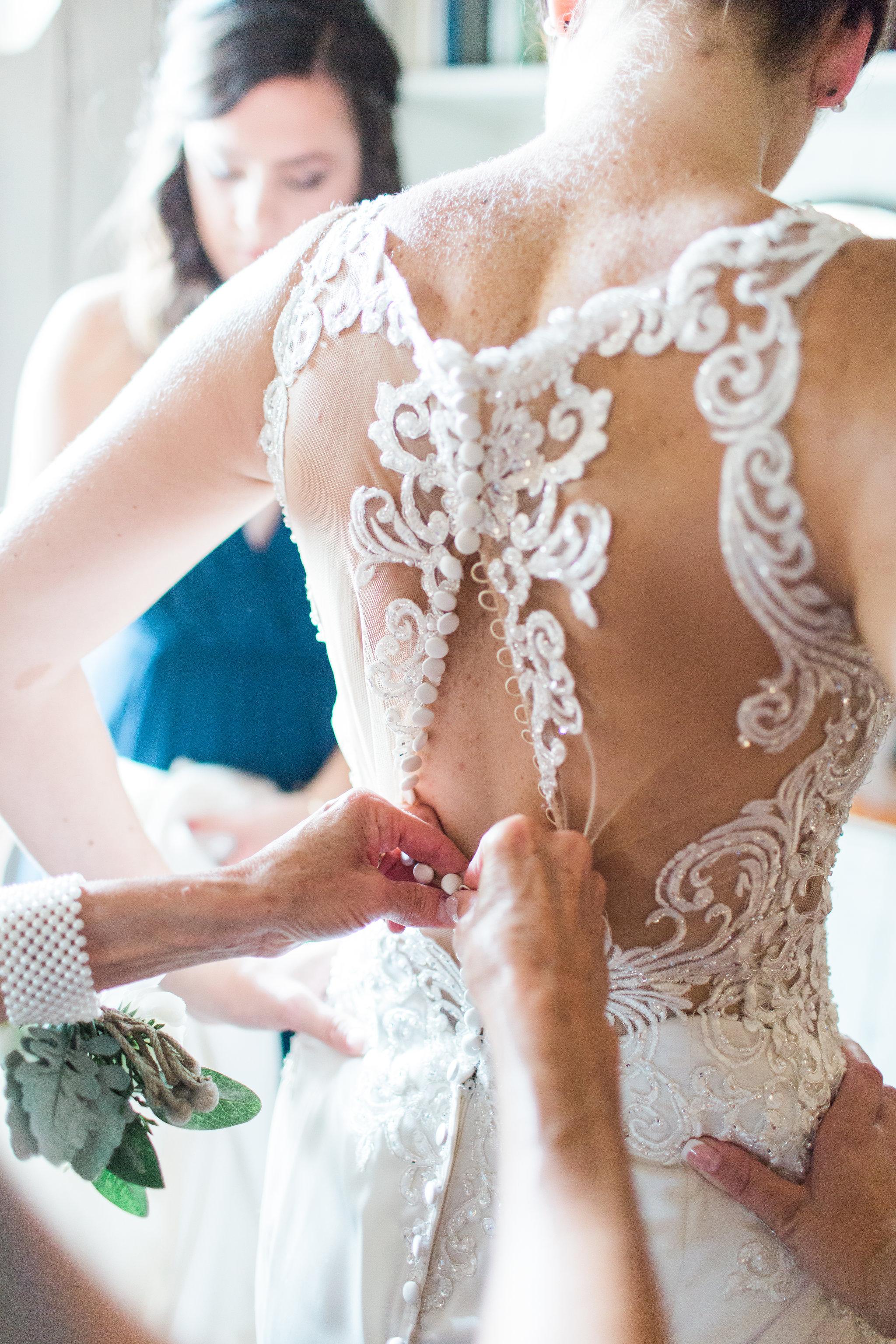 apt-b-photography-lauren-graham-oldfield-wedding-south-carolina-wedding-photographer-savannah-wedding-lowcountry-wedding-coastal-wedding-stella-york-wedding-dress-illusion-back-5.JPG