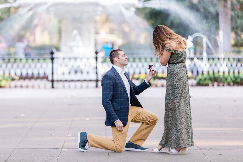 Apt-b-photography-savannah-proposal-photographer-savannah-wedding-forsyth-fountain-proposal-02.jpg