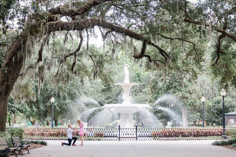 Apt-b-photography-savannah-proposal-photographer-savannah-wedding-forsyth-fountain-proposal-07.jpg