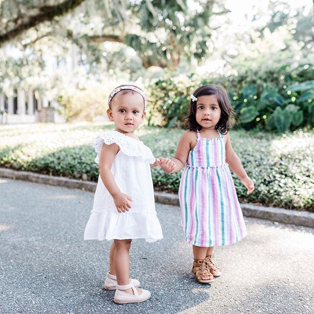 It's almost 10:00pm and I have 8 emails to write before I can go to sleep, so of course I'm on IG instead. 😂🤦🏼‍♀️ I photographed these adorable girls in Palmetto Bluff a couple weeks ago, and I'm sharing lots of magic from that shoot over on my Story tonight! (And then I'm writing emails and going to SLEEP. 💤)