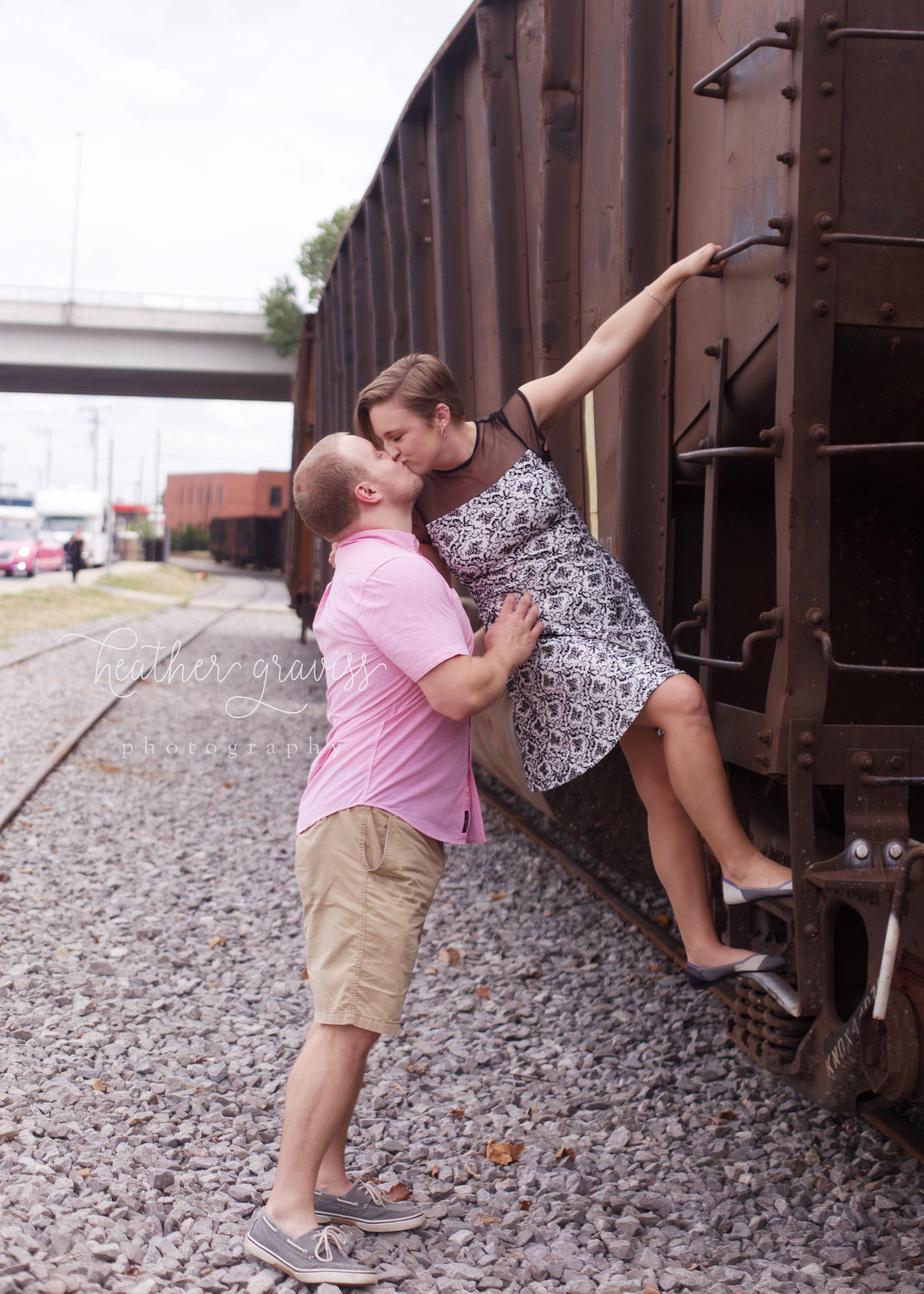 kissing-on-train.jpg
