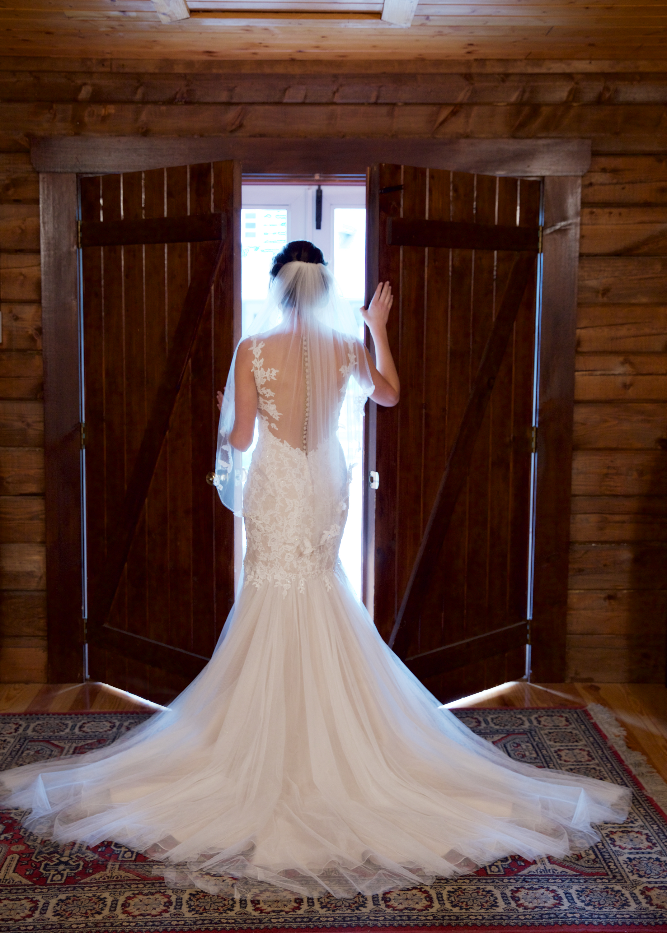 5a-bride-in-doorway.jpg